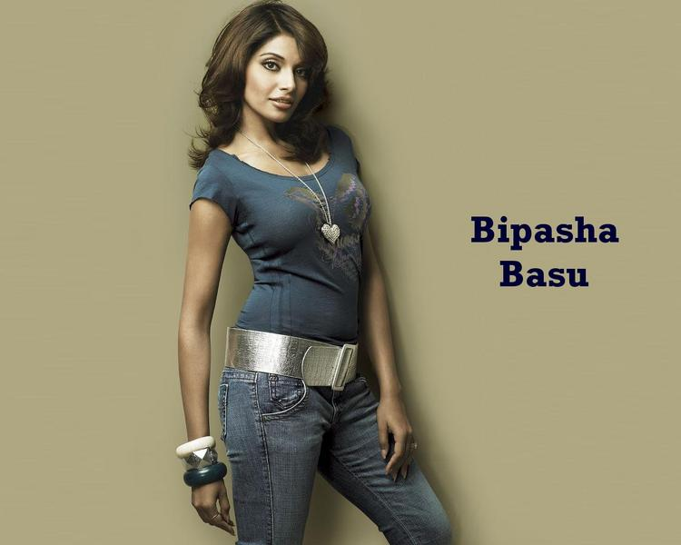 Bipasha Basu Stylist Look Wallpaper