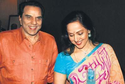Dharmendra Deol With Hema Malini Smiling Pics