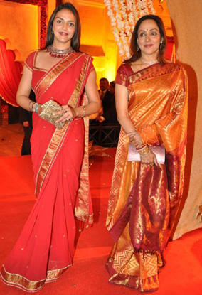 Hema Malini And Esha Deol Both Are In Saree Pics