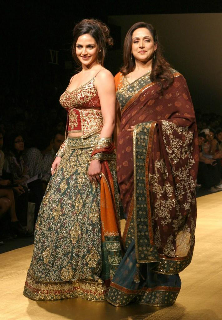 Hema Malini And Her Daughter Esha Deol Ramp Show