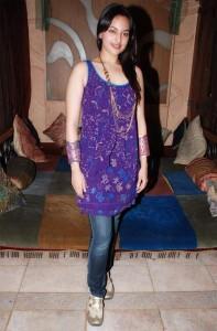 Sonakshi Sinha Glamour Look Pics