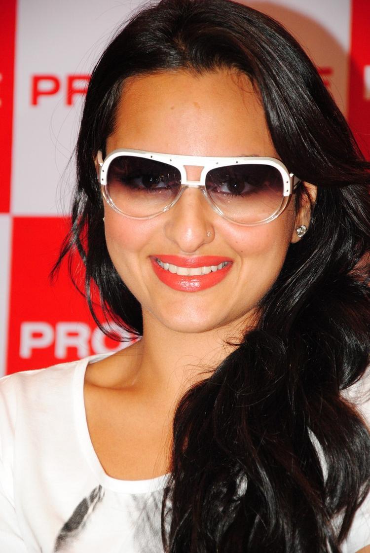 Sonakshi Sinha Wearing Goggles Smiling Pics