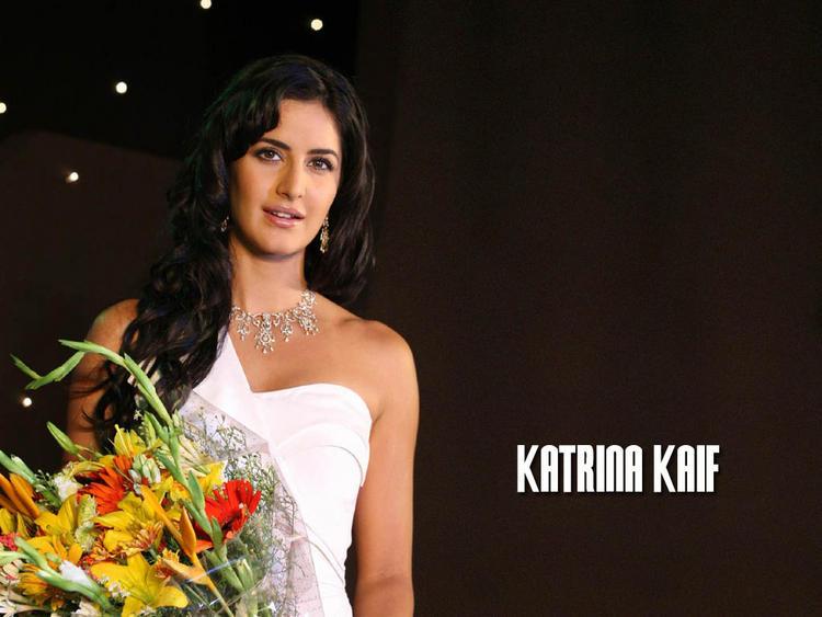 Beauty Pics Of Katrina Kaif With Bouquet