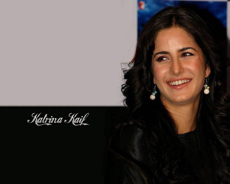 Katrina Kaif Gorgeous Smiling Look Wallpaper