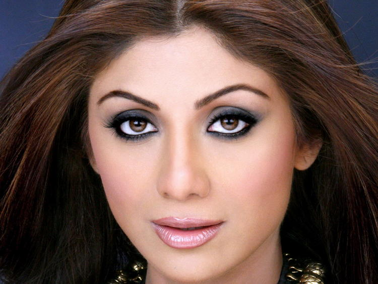 Shilpa Shetty Hot Eyes Look Wallpaper