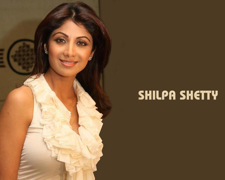 Shilpa Shetty Smiling Wallpaper