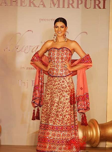 Sushmita Sen Beautiful Dress Pic