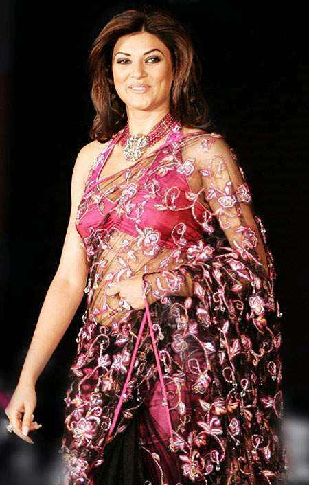 Sushmita Sen Cute Smiley Still In Net Saree