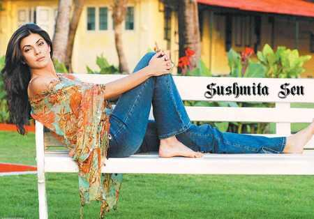 Sushmita Sen Stylist Pose Wallpaper