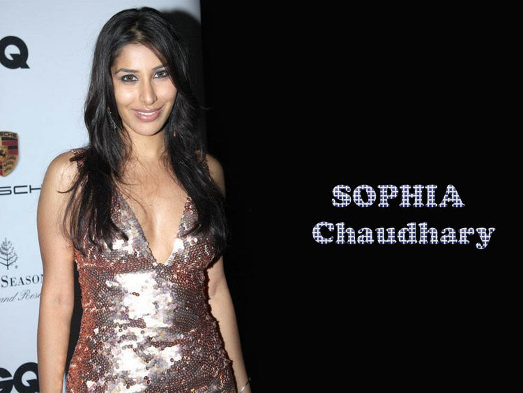 Sophia Chaudhary Hot Smiling Wallpaper