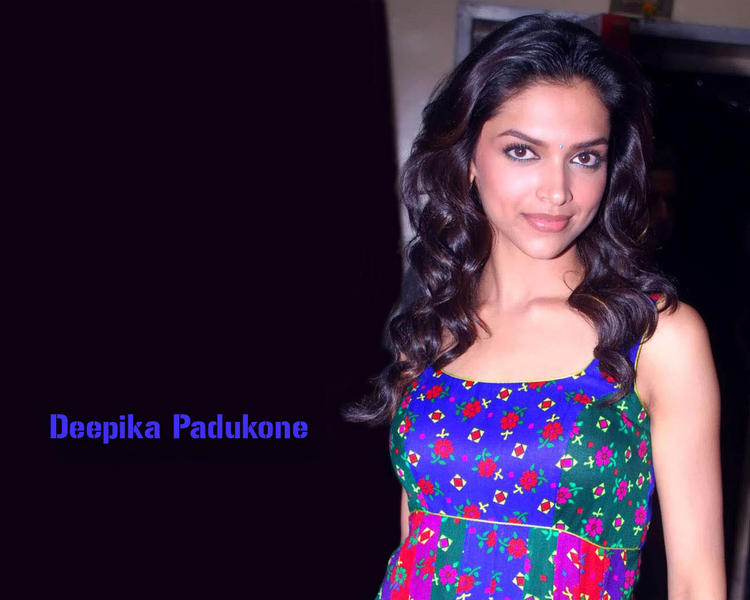 Deepika Padukone Nice Look Wallpaper