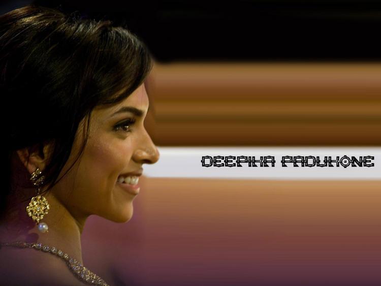 Deepika Padukone Side Face Smiling Look Wallpaper