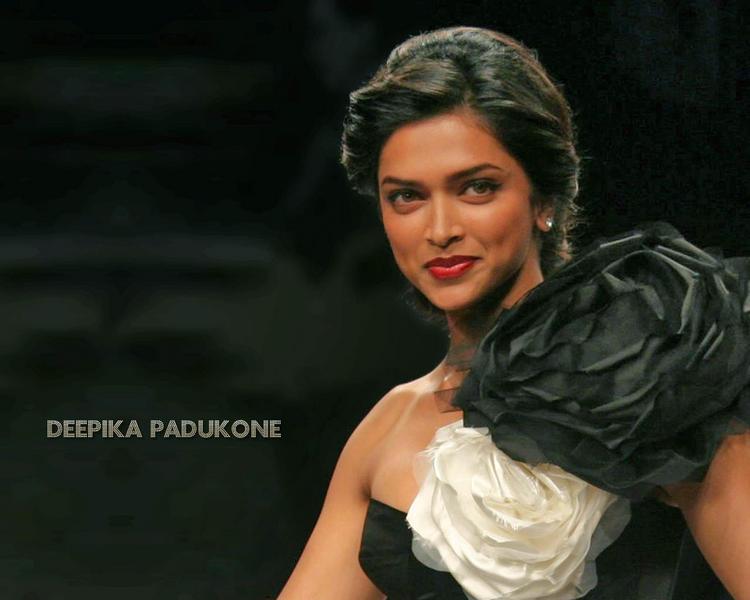 Deepika Padukone Sweet Beautiful Look Wallpaper
