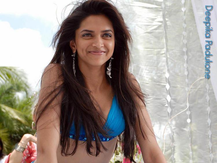 Deepika Padukone Sweet Smiling Look Still