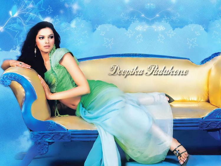 Glowing Beauty Deepika Padukone Wallpaper