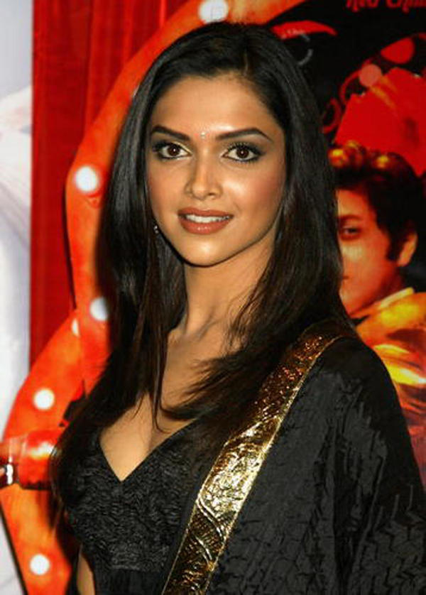 Hot Deepika Padukone Sweet Glamour Face Look Still