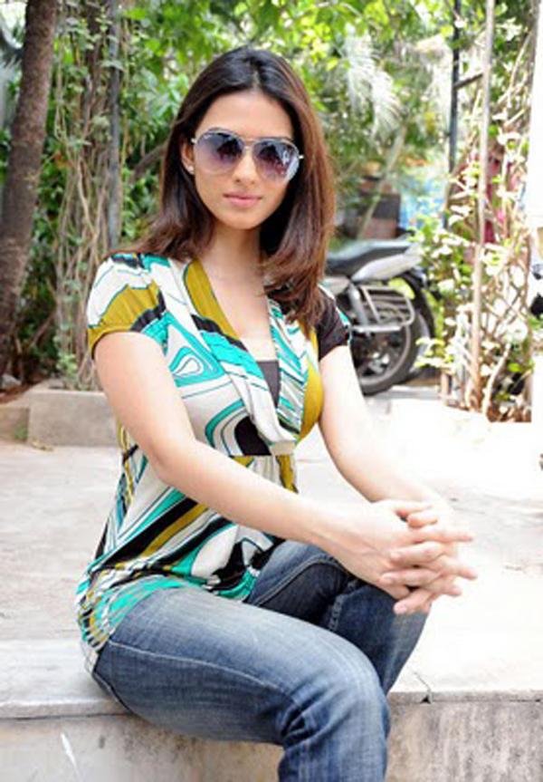 Gowri Pandit Stylist Pose Photo Shoot