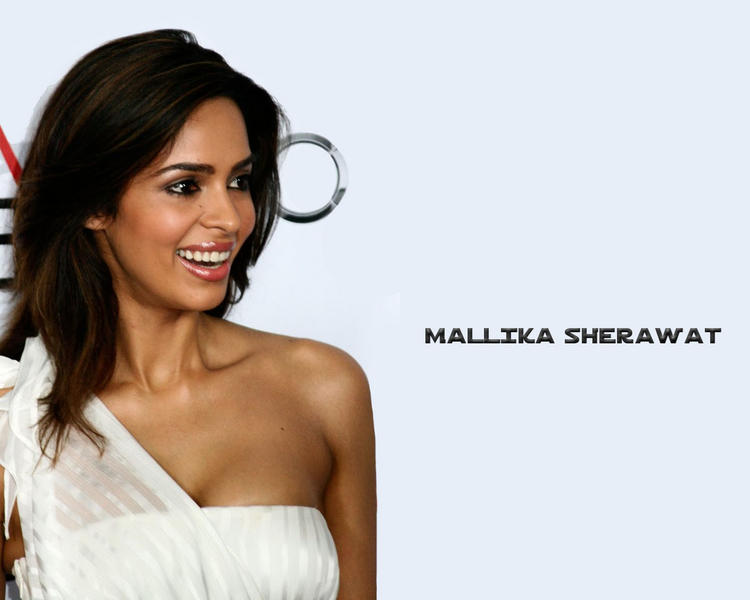 Mallika Sherawat Sexy Smiling Look Wallpaper