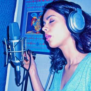Mallika Sherawat Singing Still
