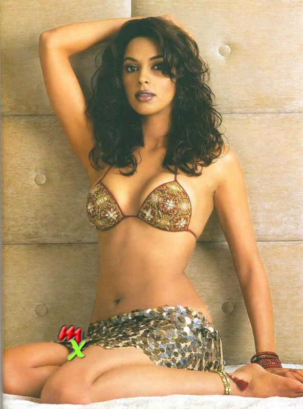 Mallika Sherawat Slim Figure Show Shocking Still