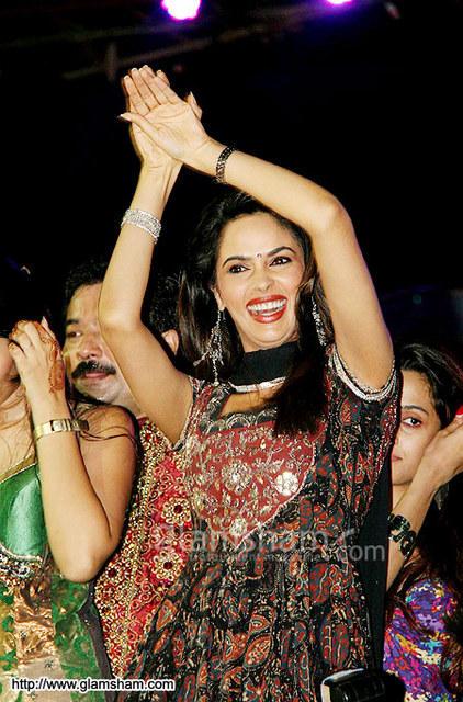 Mallika Sherawat Snake Dance Still