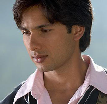Shahid Kapoor Cool And Nice Wallpaper