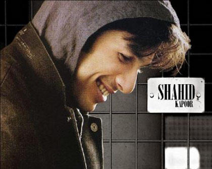 Shahid Kapoor Nice And Smiling Wallpaper