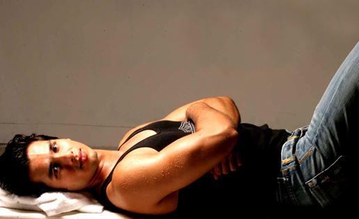 Shahid Kapoor Sleeping Pose Hot Wallpaper