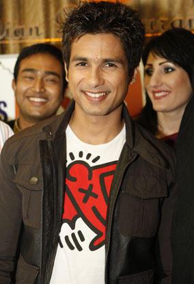 Shahid Kapoor Smiling Pics