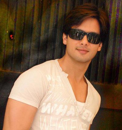 Shahid Kapoor Wearing Goggles Stylist Look Photoshoot