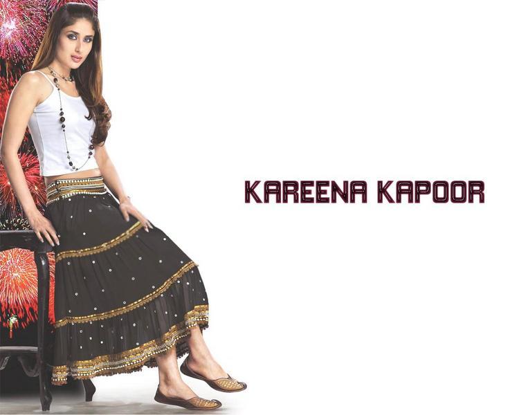 Kareena Kapoor Hot Wallpaper In Long Skirt