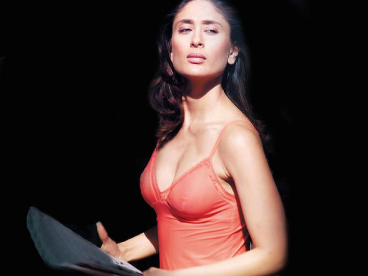 Kareena Kapoor Looks Sexy In Pink Tops