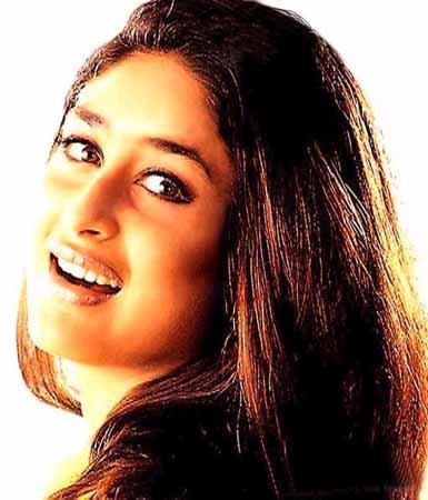 Kareena Kapoor Love Scene Look Wallpaper