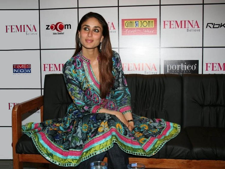 Kareena Kapoor Sexy Pose Pic