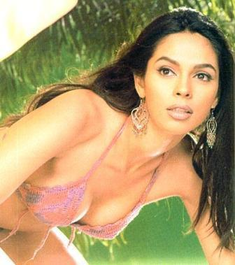 Mallika Sherawat Hot Top Show Wallpaper
