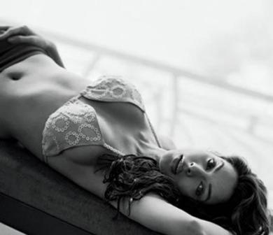 Sexy Mallika Sherawat in Bikini