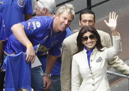 Shilpa Shetty And Shane Warne Smiling Pics