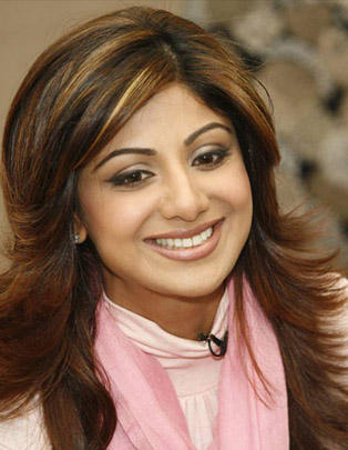 Shilpa Shetty Cute Smiling Beautiful Pics
