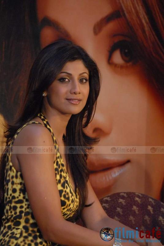 Shilpa Shetty Looking Beautiful At The Launch Of Her Spa Losis