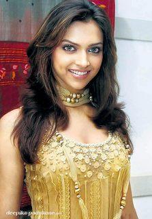Deepika Padukone Beautiful Smile Look Pic
