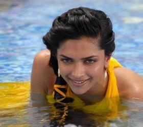 Deepika Padukone Cute Still In Water