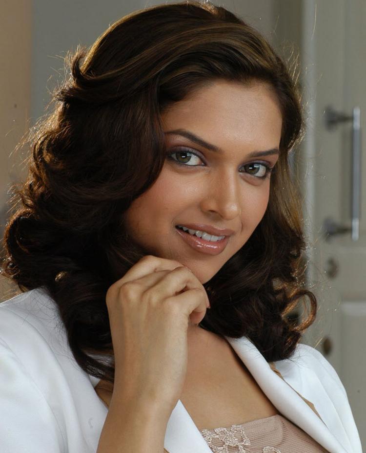 Deepika Padukone Nice Look Look Photo