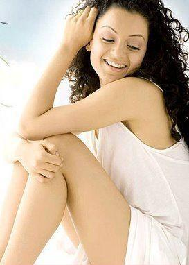 Kangana Ranaut Milky Legs And Arms Show Wallpaper