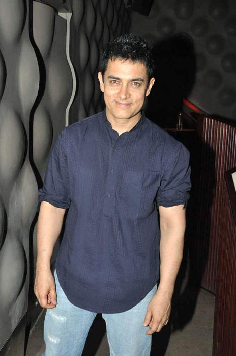 Aamir Khan Smiling And Simple Pics