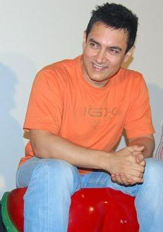 Aamir Khan Smiling Pics