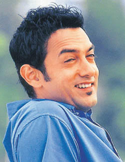 Aamir Khan Sweet Smiling Pics