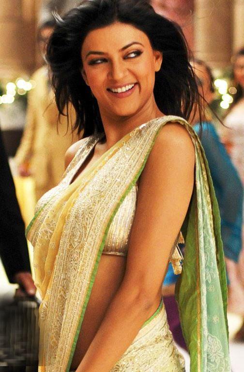 Sushmita Sen Sweet Sexy Smile Pic In Saree