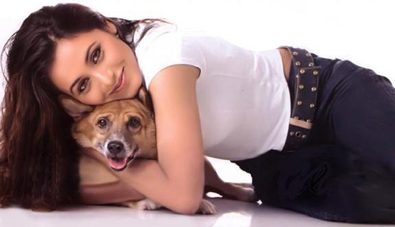 Rani Mukherjee Cute Pose With Dog