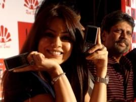 Kapil Dev And Mahima Chaudhary Phone Launch Stills
