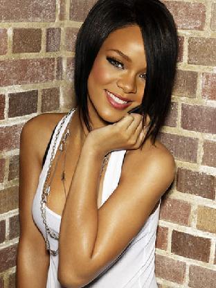 Beautiful Robyn Rihanna Fenty Sweet Smiling Pics